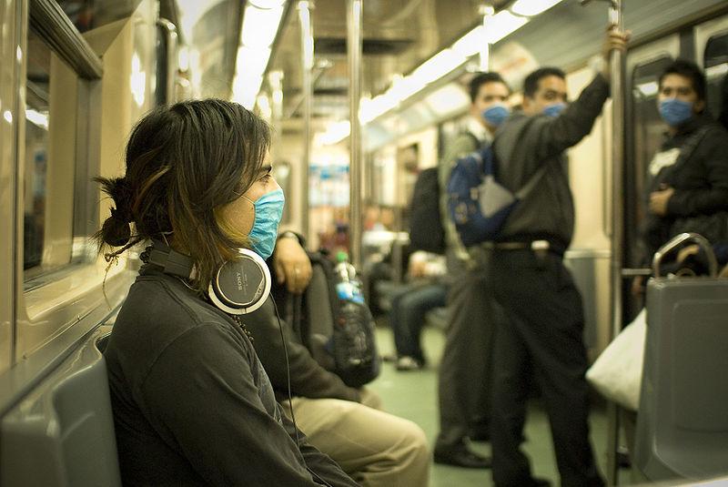 Folk i Mexiko med masker for at beskytte sig og andre mod influenza.
